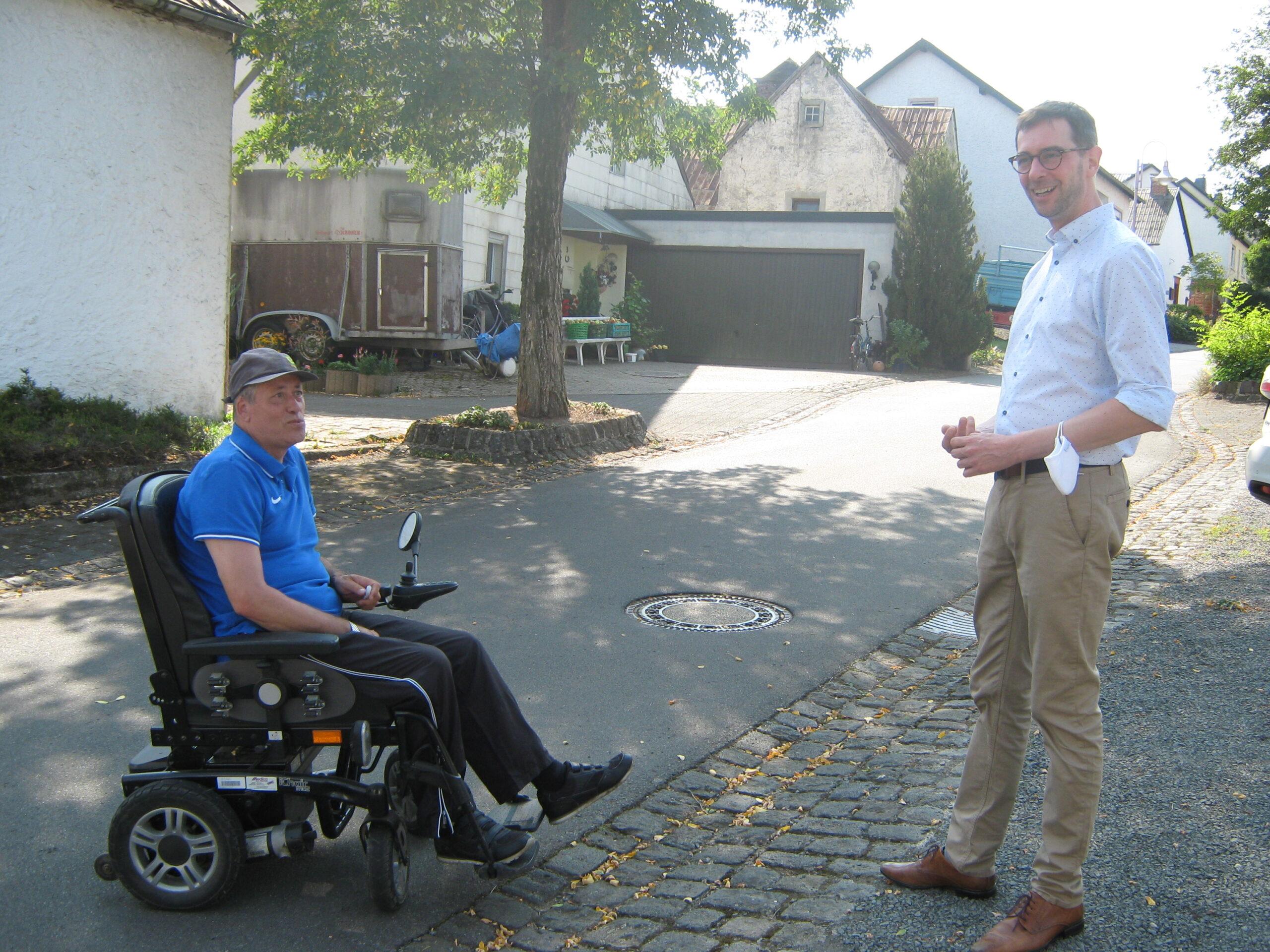 Jens Jenssen im Gespräch mit einem Bürger