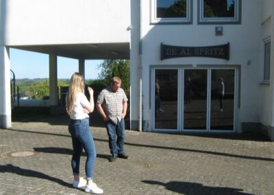 Lena Werner mit Bürgermeister Göbel